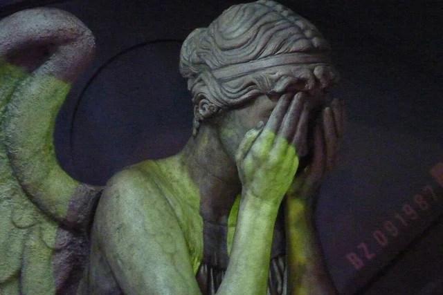 weeping angel credits mike chernucha (licence creative commons)