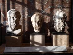 Platon, Aristote, Socrate credits mararie (licence creative commons)
