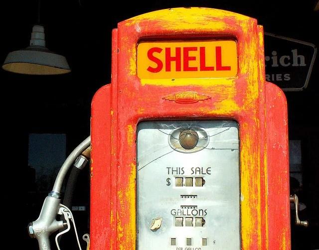 pompe à essence credits Cobalt123 (licence creative commons)