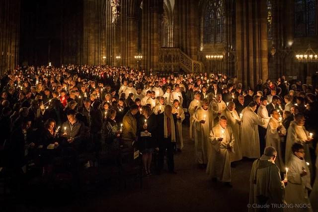 Vigile pascale Cathédrale Notre-Dame de Strasbourg 19 avril 2014 credits Claude TRUONG-NGOC (CC BY-NC-ND 2.0)