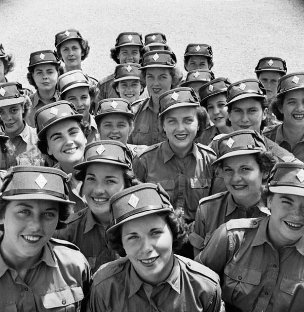 Personnel du Service canadien de l'armée féminine au 3e Centre d'entraînement (de base) du Services credits BiblioArchives / LibraryArchives CC BY NC ND 20