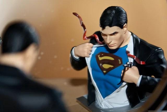 Superman frente al espejo credits Greenog via Flickr ( (CC BY-NC-ND 2.0)