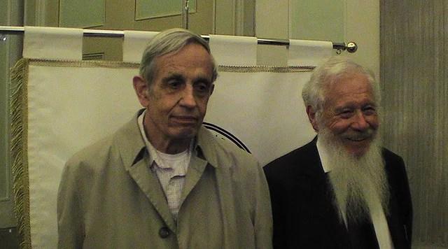 John Nash (gauche) et Robert Aumann credits David Orban licence (CC BY 2.0)), via Flickr.