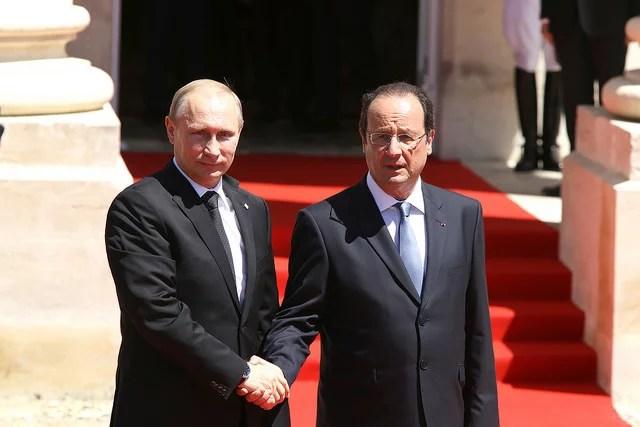 Poutine Hollande Commémoration du 70e anniversaire de la libération de la France - francediplomatie  (CC BY-NC-SA 2.0)
