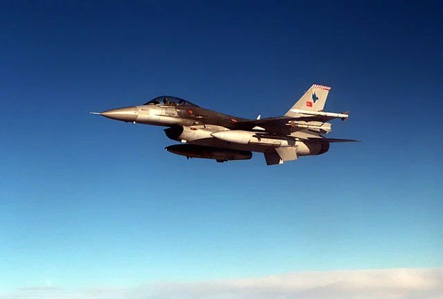 F-16C_Falcon_from_the_Turkish_Air_Force-domaine public