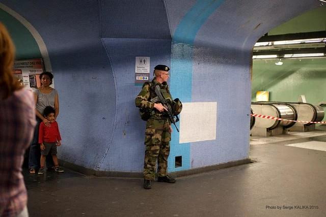 JE PROTEGERAI LES POPULATIONS code du soldat credits Serge Klk (CC BY-NC-ND 2.0)