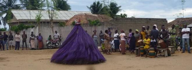 Les Zangbetɔ, gardiens de la nuit vodoun, en cérémonie à Grand-Popo-Tous droits réservés.
