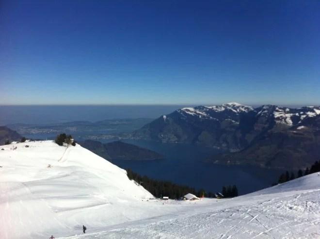Vue du lac des quatre cantons (Vierwaldstättersee ou lac de Lucerne) et de la montagne du Rigi. Tous droits réservés.