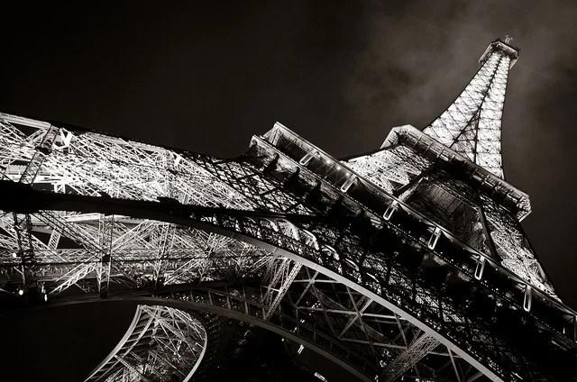 Tour Eiffel à Paris. Elle aurait été construite cinq fois plus vite avec l'impression 3D.