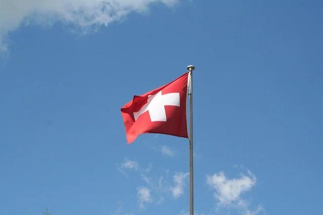 Pas un parti ne défend l'initiative populaire pour le service public en Suisse ! Pourtant, elle permettrait de remettre certaines choses à plat.