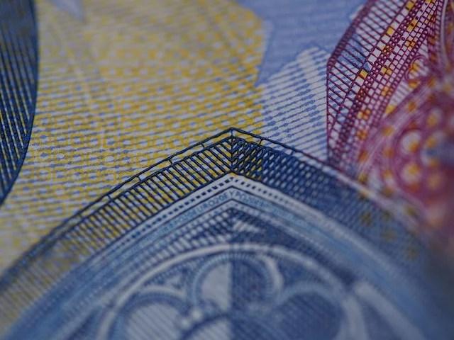 La planche à billets lutte-t-elle contre la pauvreté ?