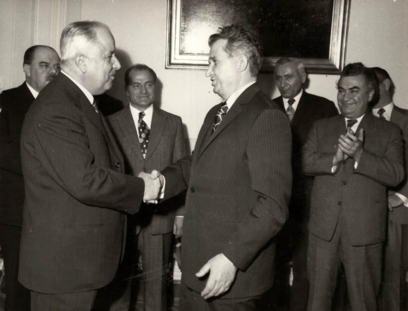 Emil Bobu cu Nicolae Ceausescu. In spate: Janos Fazekas, Gheorghe Pana,Ion Dinca, Paul Niculescu-Mizil