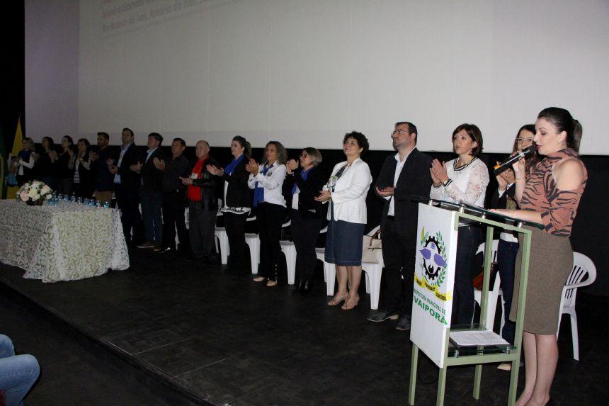 Representantes dos municípios jurisdicionados ao NRE e de instituições participam da abertura