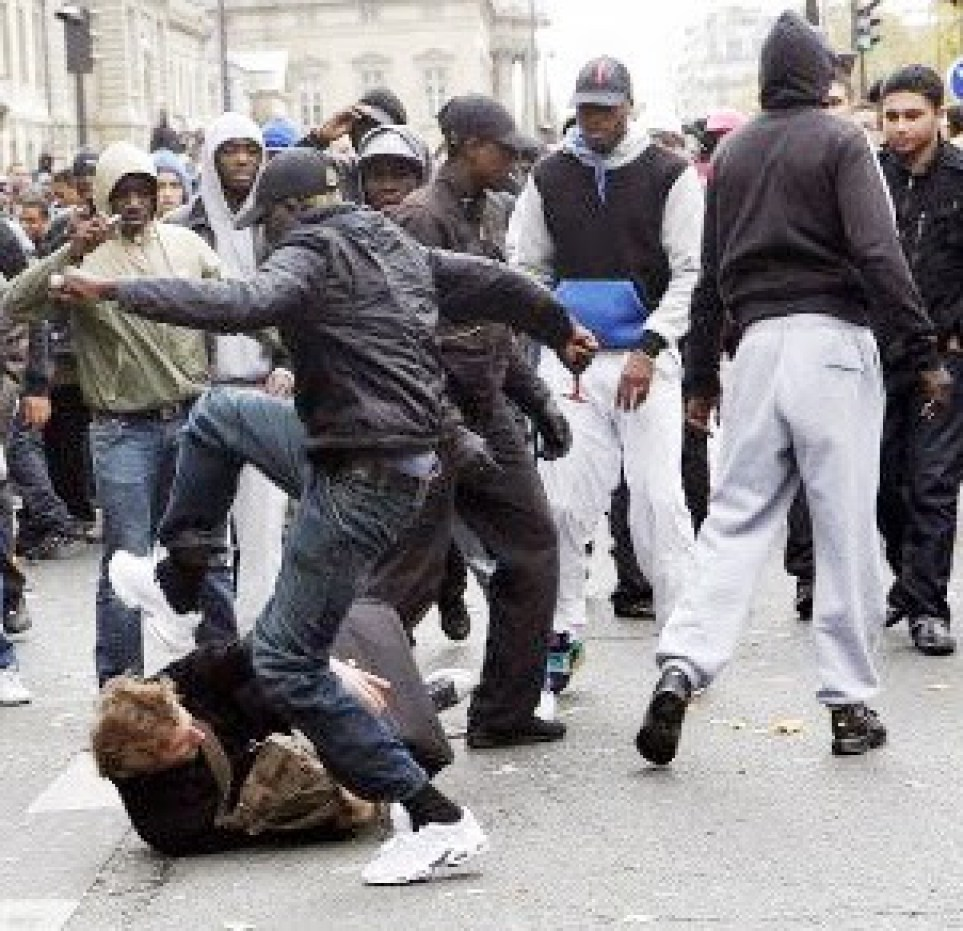 https://i0.wp.com/www.conunderground.com/wp-content/uploads/2014/02/blacks-beating-up-whites.jpg?resize=963%2C931