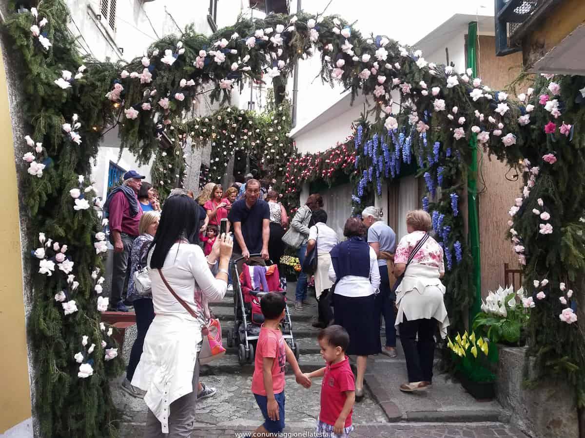 Montisola Festa dei Fiori ogni 5 anni 150mila fiori di carta