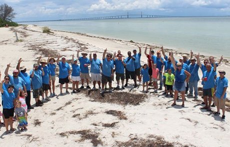 Convergint day Tampa group gathering photo on beach