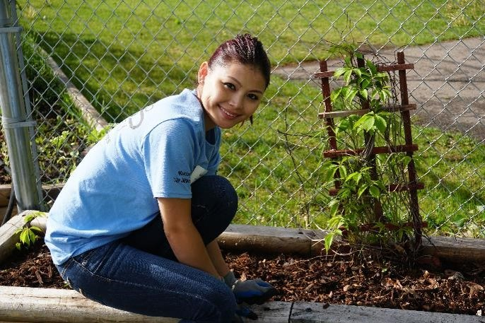 Convergint colleagues lending a hand planting during Convergint day