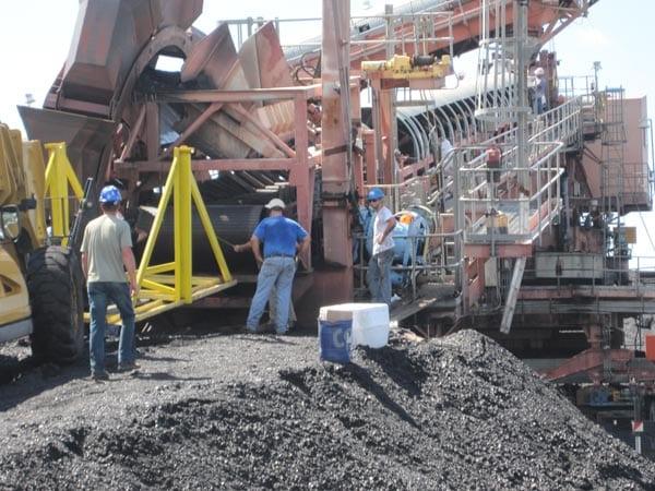 installing-new-conveyor-belt-on-stacker – Davis Industrial