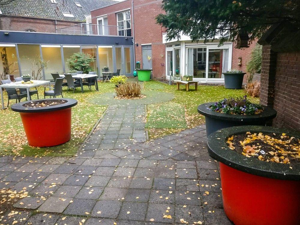Bloempotten tuin Huis Convivio