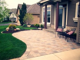 Gorgeous Front Yard Courtyard Landscaping Ideas 28