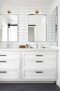 Modern Farmhouse Bathroom Remodel Ideas 21