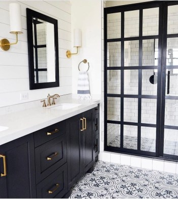 Modern Farmhouse Bathroom Remodel Ideas 25