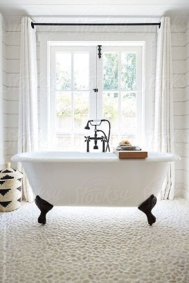 Modern Farmhouse Bathroom Remodel Ideas 34