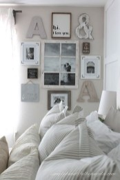 Cozy Gallery Wall Decor Ideas For Bedroom 22
