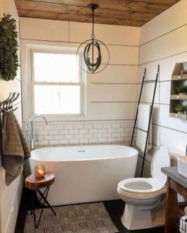 Gorgeous Rustic Farmhouse Bathroom Decor Ideas 08