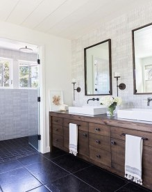 Gorgeous Rustic Farmhouse Bathroom Decor Ideas 32