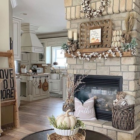 Charming Antique Farmhouse Decoration Ideas 07