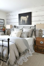 Inspiring Modern Farmhouse Bedroom Decor Ideas 05