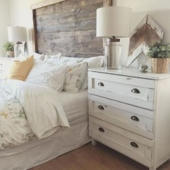 Inspiring Modern Farmhouse Bedroom Decor Ideas 22