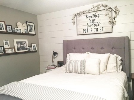 Inspiring Modern Farmhouse Bedroom Decor Ideas 53