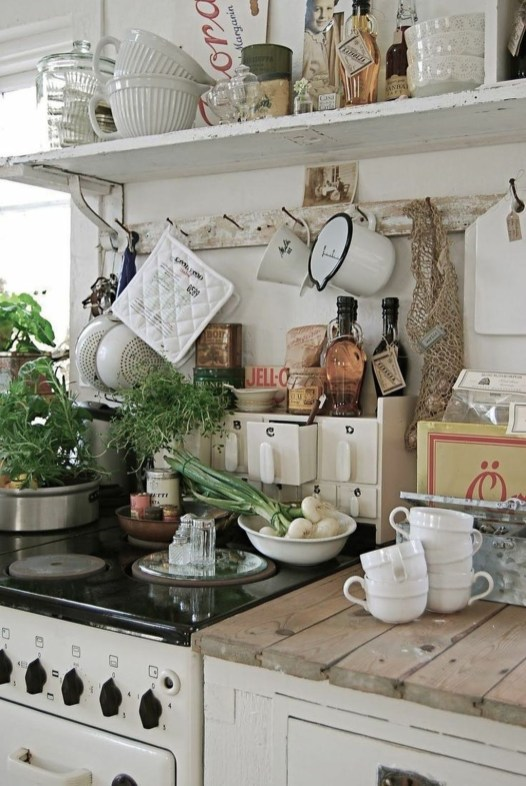 Magnificient Rustic Country Kitchen Ideas To Renew Your Ordinary Kitchen 49