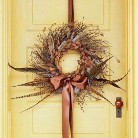 Stylish Fall Wreaths Ideas With Corn And Corn Husk For Door 06
