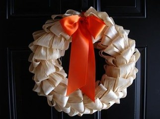 Stylish Fall Wreaths Ideas With Corn And Corn Husk For Door 12