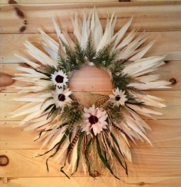 Stylish Fall Wreaths Ideas With Corn And Corn Husk For Door 51