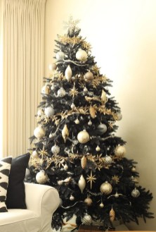 Adorable Gold Christmas Decoration Ideas 06