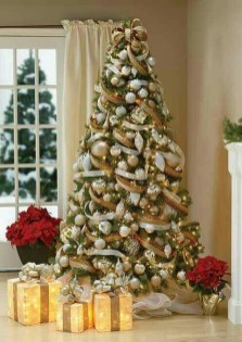 Adorable Gold Christmas Decoration Ideas 32