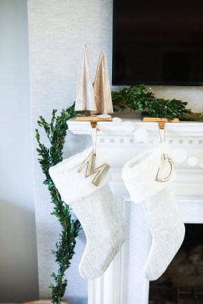 Adorable Gold Christmas Decoration Ideas 33