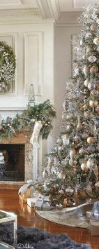 Adorable Gold Christmas Decoration Ideas 59