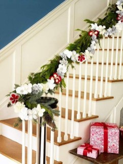 Beautiful Christmas Stairs Decoration Ideas 37