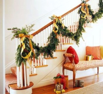 Beautiful Christmas Stairs Decoration Ideas 38