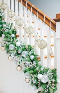 Beautiful Christmas Stairs Decoration Ideas 39