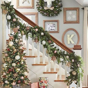 Beautiful Christmas Stairs Decoration Ideas 44