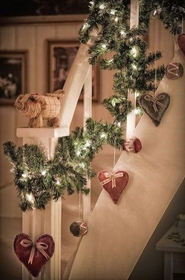 Beautiful Christmas Stairs Decoration Ideas 45
