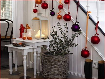 Beautiful Christmas Stairs Decoration Ideas 49