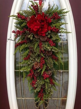 Brilliant Christmas Front Door Decor Ideas 08