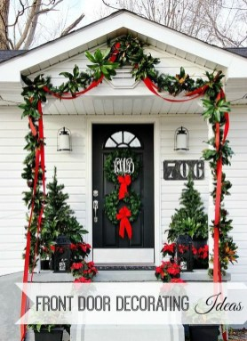 Brilliant Christmas Front Door Decor Ideas 09